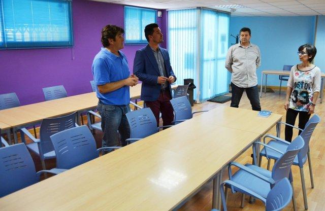 Fotos de archivo del concejal y los técnicos de Juventud, en el aula del curso