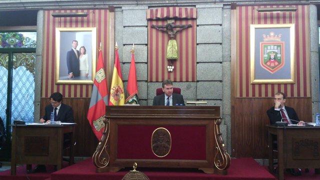 Javier Lacalle preside el pleno en el Ayuntamiento de Burgos