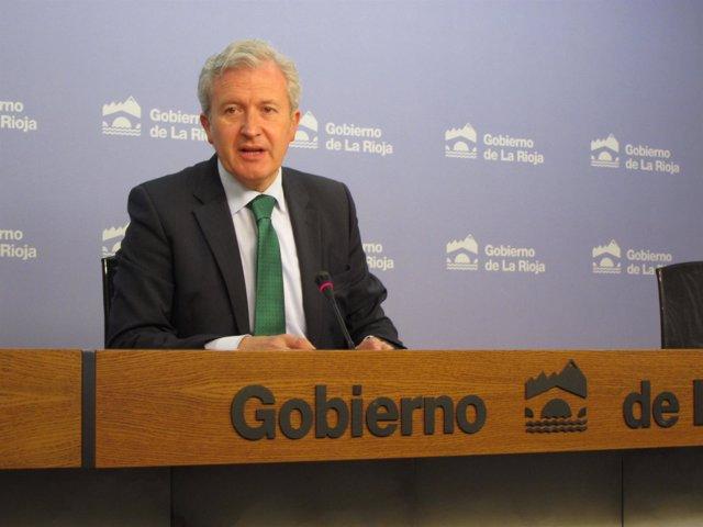 El portavoz del Gobierno riojano, Emilio del Rio, informa del Consejo