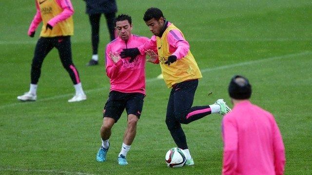 Xavi y Rafinha entrenan con el Barcelona
