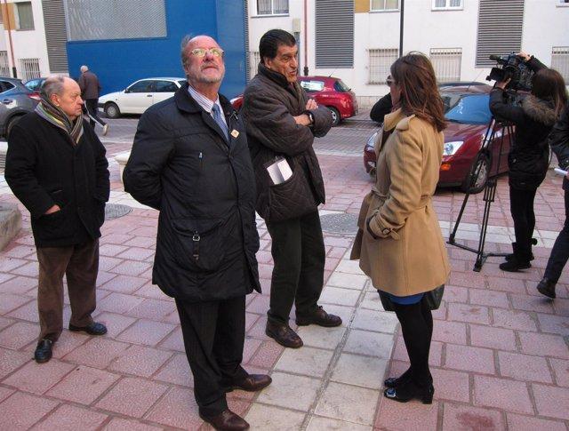 El alcalde de Valladolid durante la visita al barrio de La Rondilla