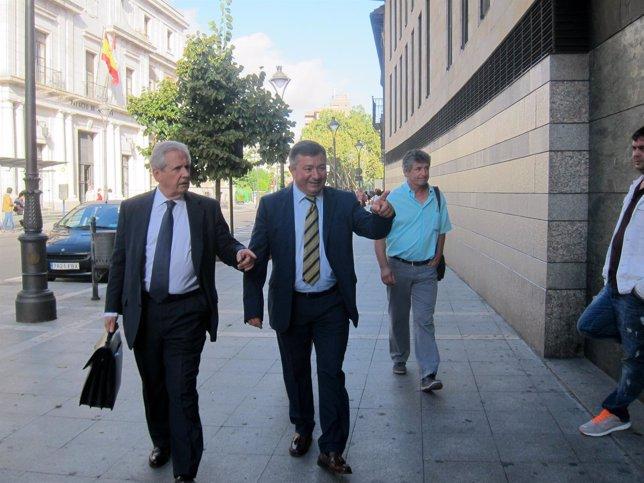 José Manuel Méndez y su abogado Javier Gómez de Liaño.