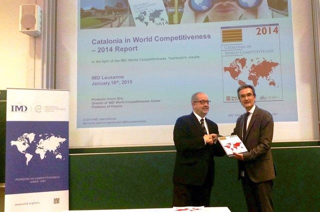 El conseller F.Puig y el profesor de IMD A.Bis