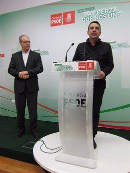 Jiménez interviene, observado por Durán