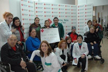 Hospitales NISA dona a Fevadace 2.581 euros para atención social del daño cerebral