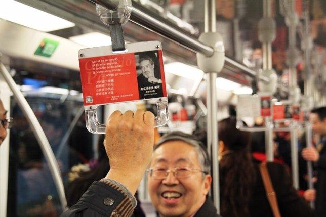 El metro de Shanghái muestra la obra de Octavio Paz