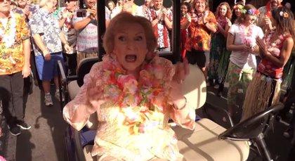 VÍDEO: Betty White celebra su 93 cumpleaños con un genial flash mob