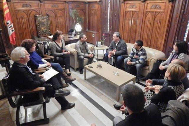 Imagen del encuentro que el alcalde de Terrassa mantuvo con los representantes d