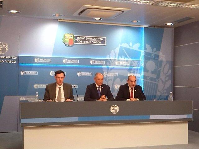 Darpón (a la derecha)  tras el Consejo de Gobierno.