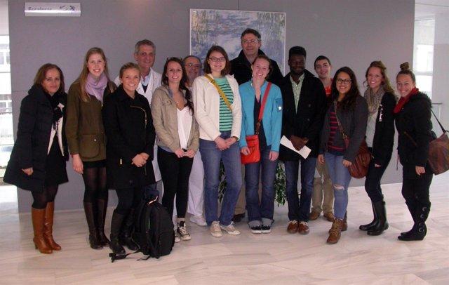 Estudiantes norteamericanos visitan el Valme para conocer su organización