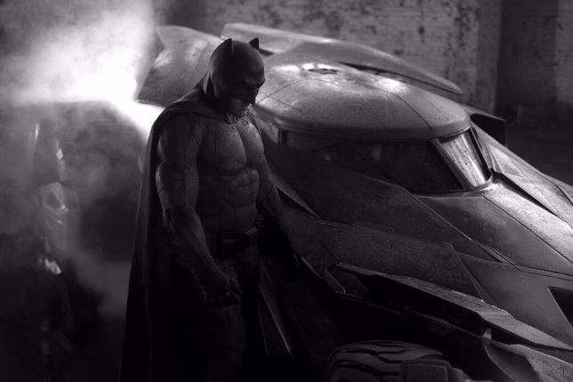 Batman y el Batmóvil en Dawn of Justice