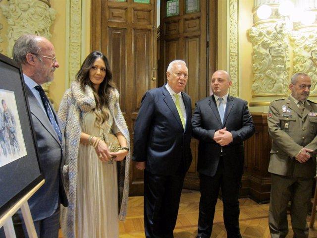 Margallo, en el centro, junto al alcalde, la comisaria y el ministro georgiano.