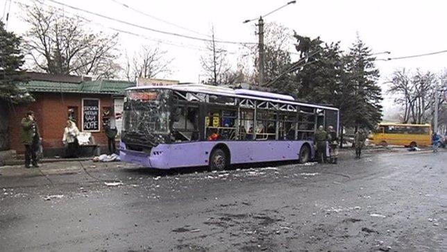 Seis civiles muertos en un ataque contra una parada de trolebús en Ucrania