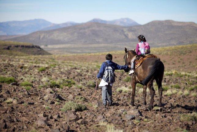 Dos de los protagonistas del documental 'Camino a la escuela'