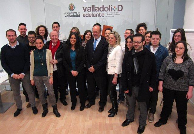 El alcalde de Valladolid, con participantes en la Lanzadera de Empleo