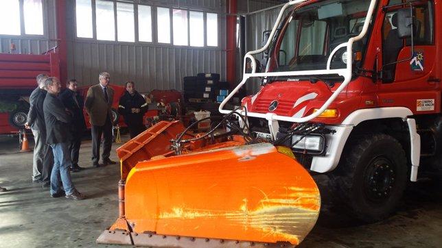 Suárez ha conocido los nuevos medios y equipamientos de Protección Civil