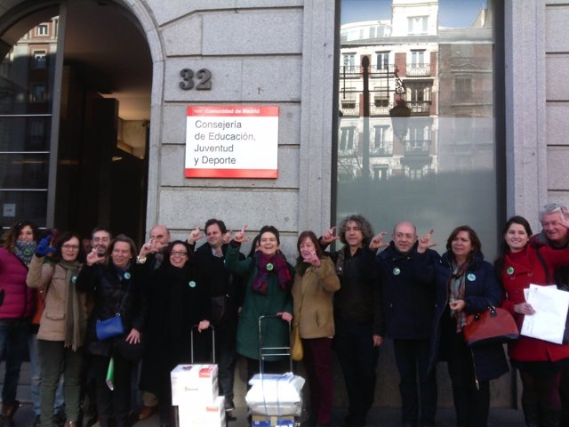 Miembros de sindicatos para reclamar nivel C en escuela de idiomas
