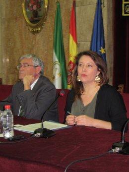El subdelegado de Almería, Andres García Lorca, y la delegada Carmen Crespo