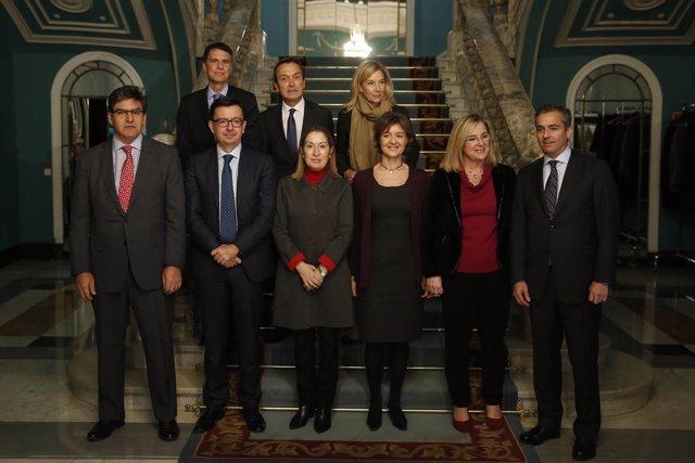 Ana Pastor, Isabel García Tejerina y consejeros de banca