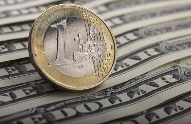 El euro baja de 1,15 dólares
