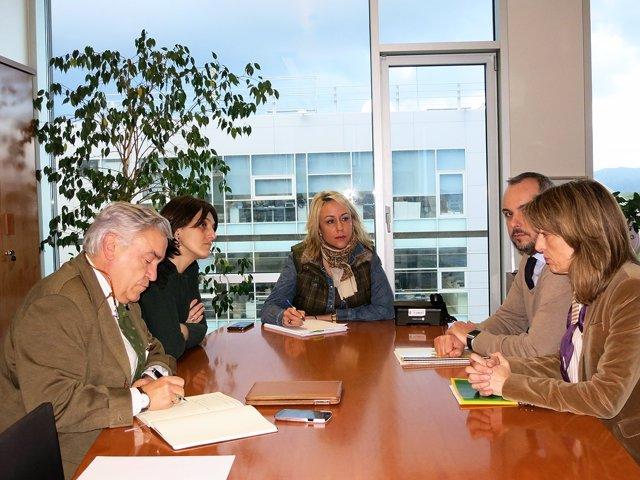 Reunión de la consejera de Ganadería y la alcaldesa de Torrelavega