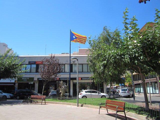 Estelada En La Plaza De Catalunya De Palamós