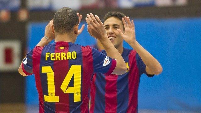 Aicardo y Ferrao celebran un gol del Barcelona