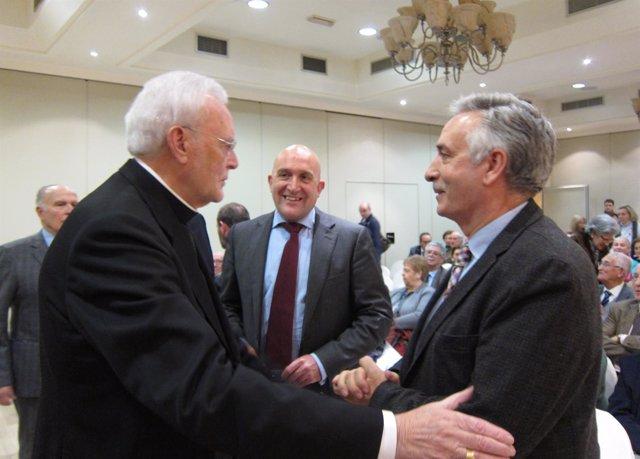 Amigo Vallejo saluda a Artemio Domínguez en presencia de Jesús Julio Carnero