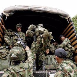 Soldados colombianos de traslado