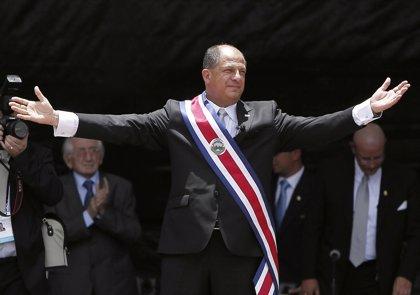 El apoyo de los ciudadanos al presidente Solís sufre una fuerte caída y se sitúa en el 50%