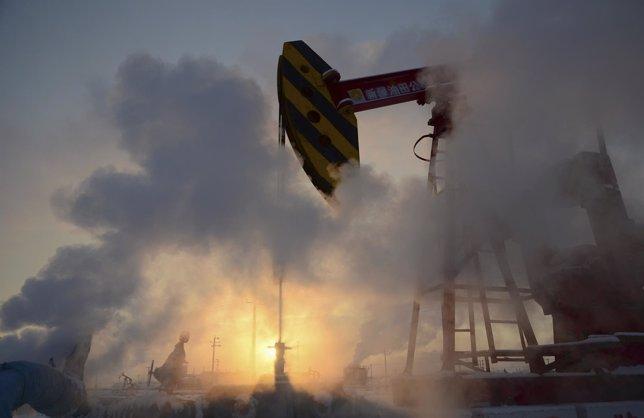 El precio del petróleo cotiza al alza