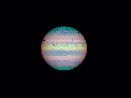 Tres de las más grandes lunas de Júpiter proyectarán este viernes su sombra sobre el planeta