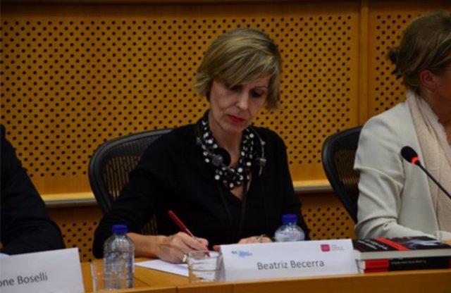 Beatriz Becerra pregunta por el Cremona