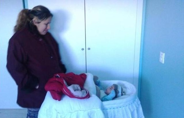 Mujer y su hijo desahuciada en Vallecas