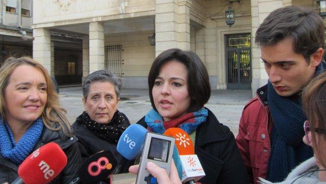 Virginia Pérez atiende a los medios
