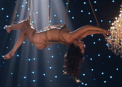 Vídeo: Dakota Johnson desnuda y atada en una canción de '50 Sombras de Grey'