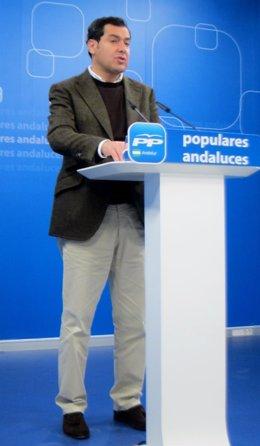 El presidente del PP-A, Juanma Moreno, hoy en rueda de prensa