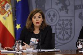 """Sáenz de Santamaría dice a Díaz que """"adelantar elecciones siempre es un fracaso"""" y que el Gobierno """"ya nació inestable"""""""