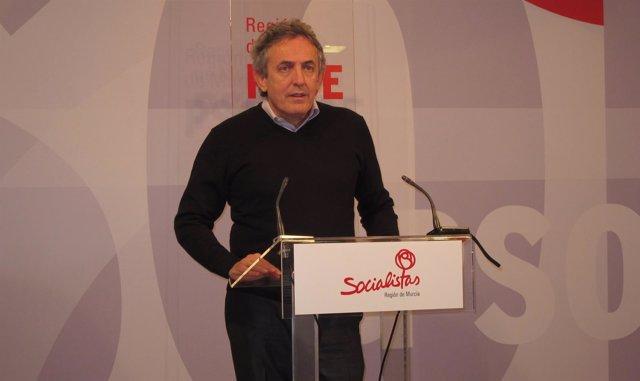 El diputado socialista Francisco Oñate en rueda de prensa