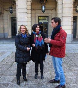 Virginia Pérez, junto a Macarena O'Neill y Luis Paniagua
