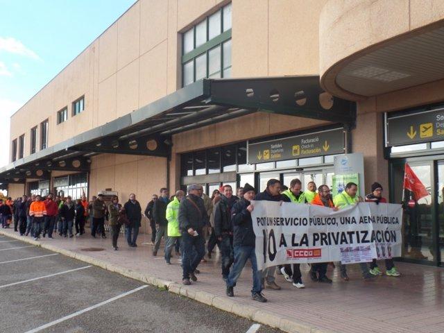 Concentración en Menorca contra privatización Aena