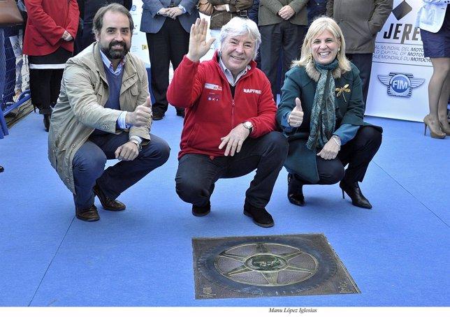 Ángel Nieto, en el centro, en la inauguración del Paseo de la Fama en Jerez