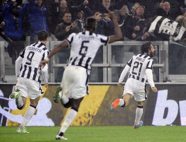 Pirlo da la victoria a la Juventus