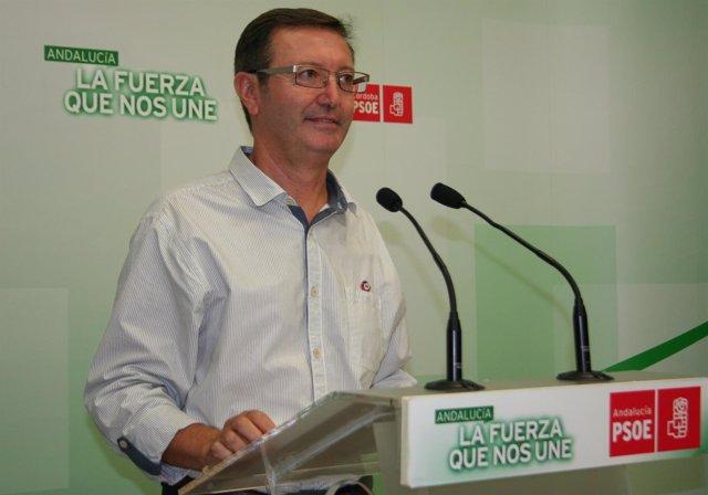 Manuel Aguilar en la sede del PSOE de Córdoba