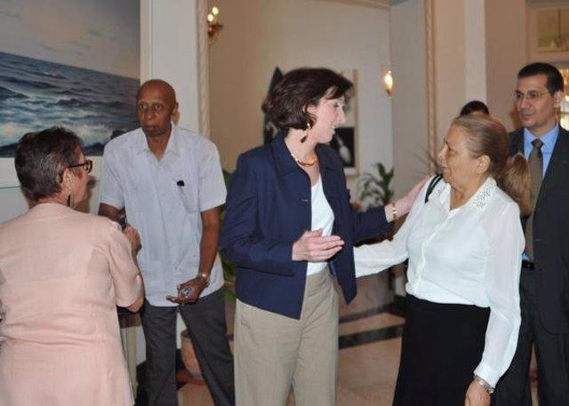 La representante estadounidense Roberta Jacobson con la oposición cubana
