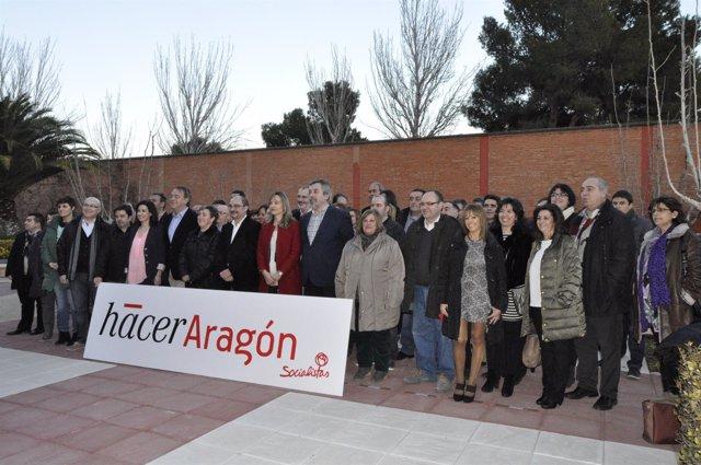 Javier Lambán y numerosos alcaldes del PSOE en la conferencia municipal de 2015.