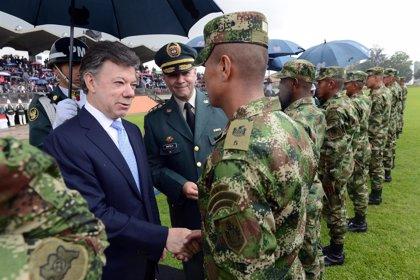 Santos se reúne con la cúpula militar y los negociadores de paz