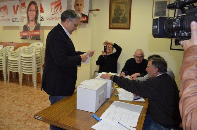Orviz ejerce su derecho al voto en las primarias de IU.