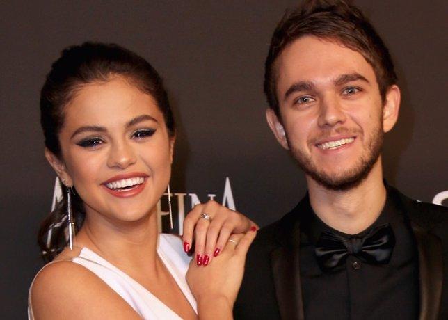 Selena Gómez y Zedd confirman su romance desde la cama