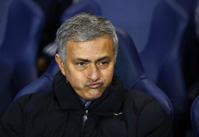 José Mourinho, en el banquillo del Chelsea durante un partido de FA Cup